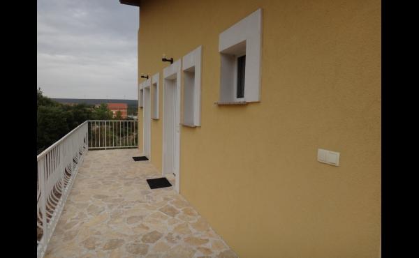 Predám v Chorvátsku pri mori apartmánový dom 5 ročný